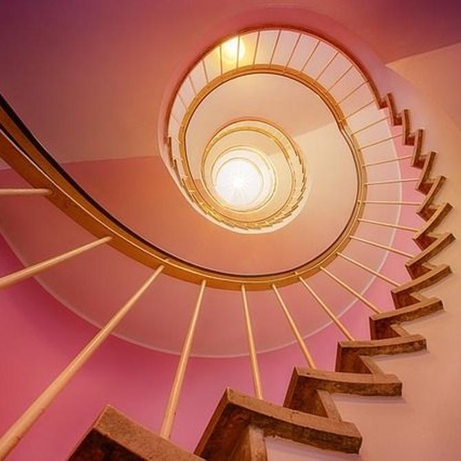 Pintar la escalera de la comunidad con profesionales