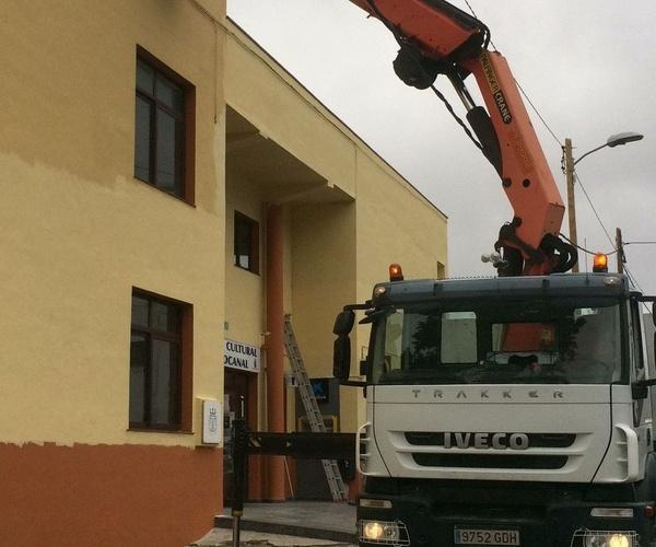 Grúas de construcción en El Hierro | Grupo Logística Jinama S.L.U,