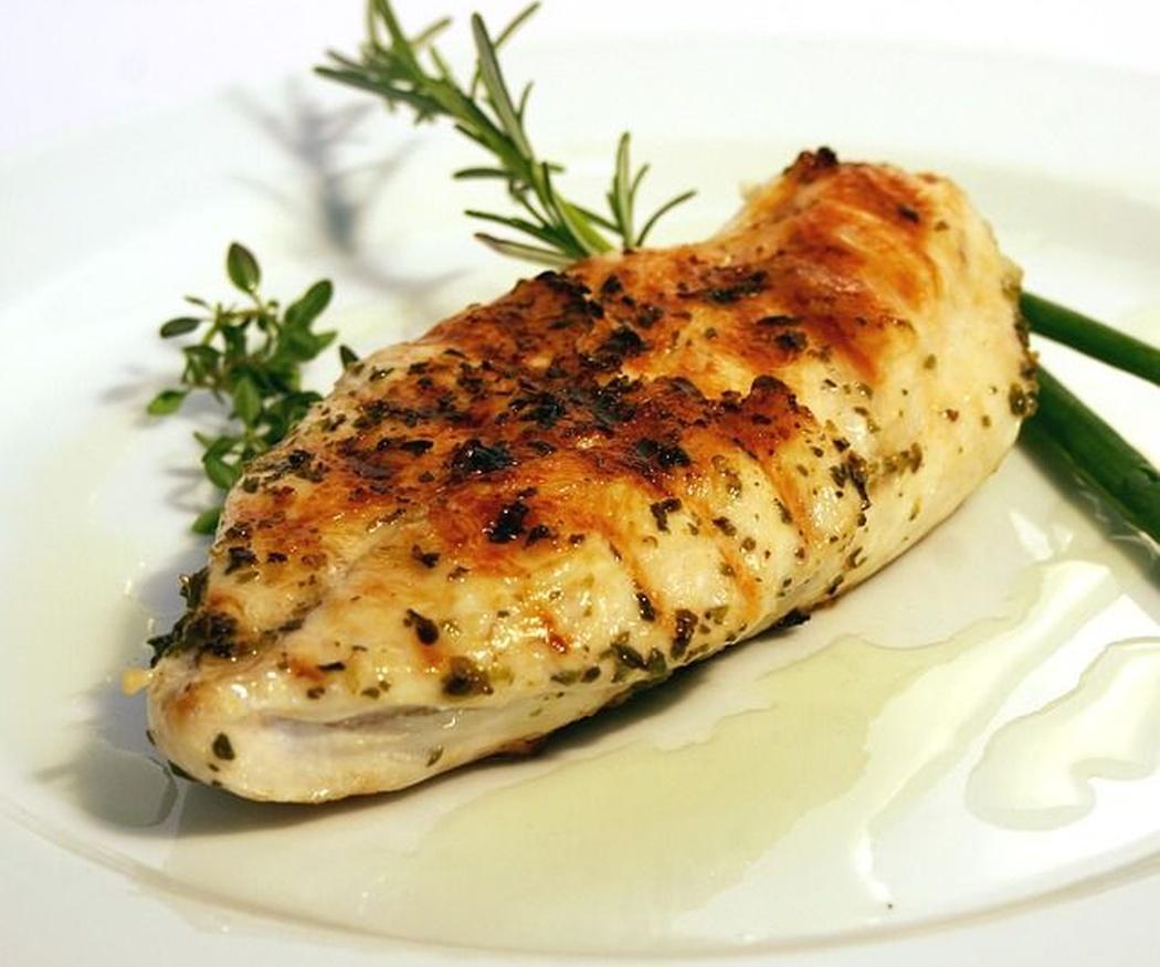 Propiedades y beneficios del pollo asado