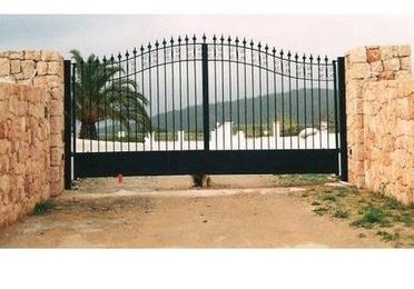 Puertas de hierro abatibles