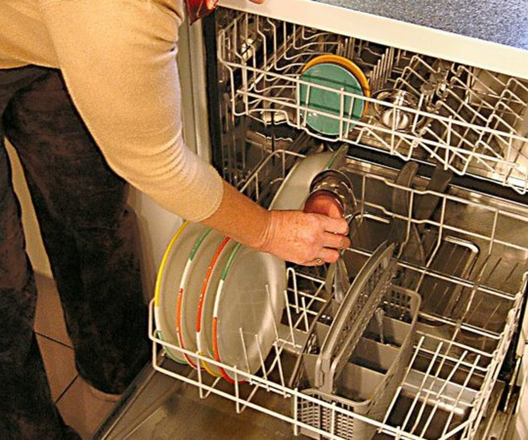 ¿Cómo limpio el lavavajillas?