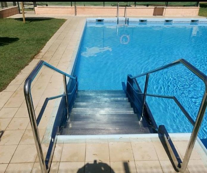 Escalera con pasamanos para piscinas