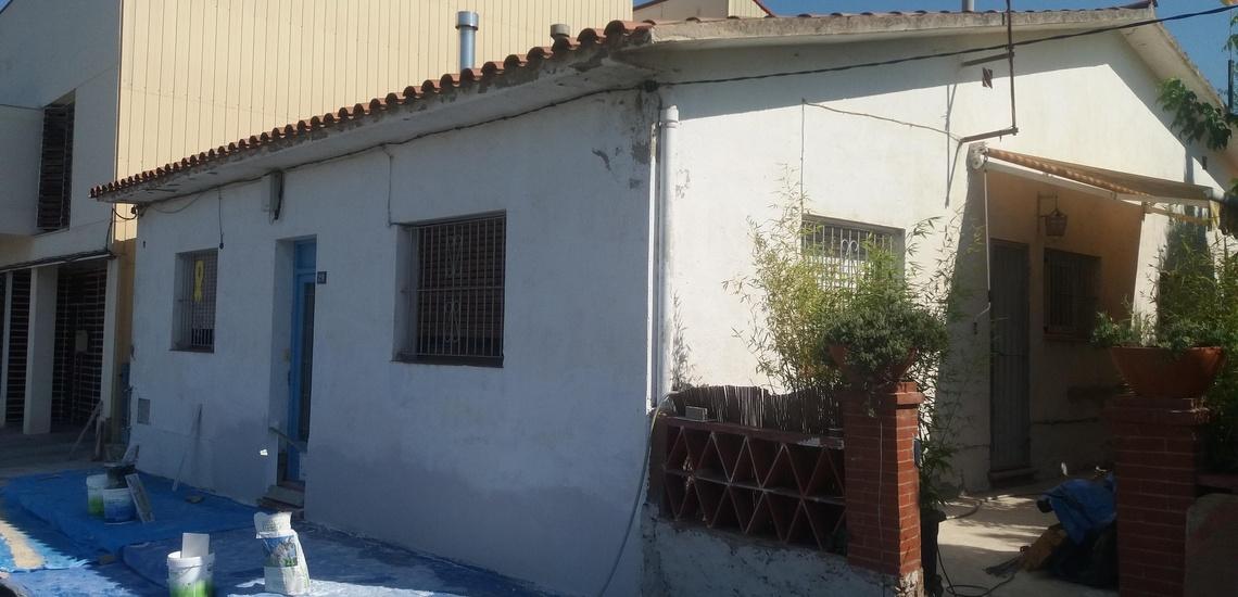 Corcho proyectado en Vilafranca del Penedès para sanear grietas de fachadas