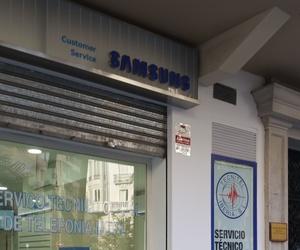 Fachada de la tienda de reparación de móviles en Valencia