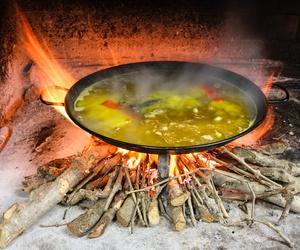 Paellas de conejo cocinadas a fuego lento