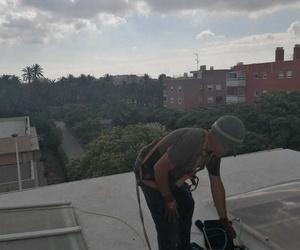 Instalación de canalones de aluminio en altura por profesionales