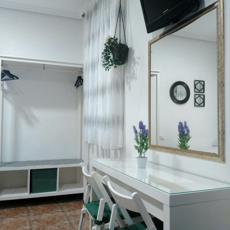 Habitación Doble + cama supletoria: Habitaciones y Servicios de Hostal Bruña