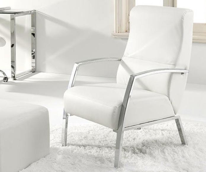 Referencia: 2000740024818. Butaca espera modelo Tango. Estructura cromada. Piel sintética color blanco. Medida ancho 60 cm.