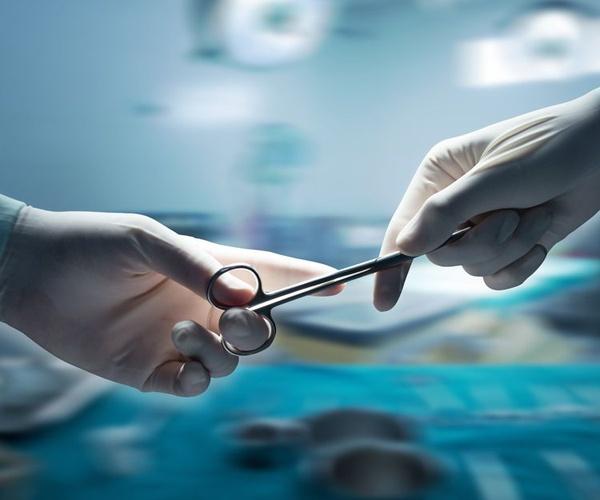 Cicatriz tras cirugía de diástasis de rectos.