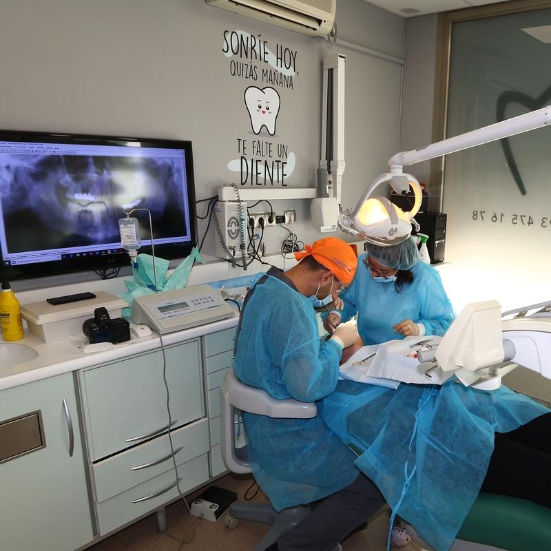 Cirugías: Tratamientos Dentales de Centre Odontologic Cornella