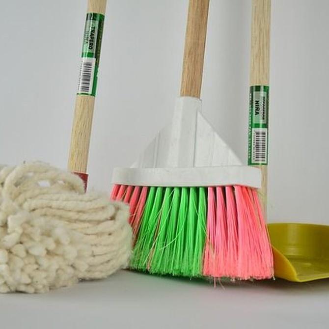 ¿Qué suministros de limpieza debe poseer una empresa?