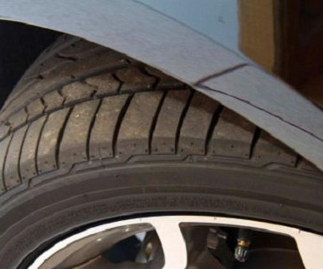 ¿Por qué debes comprobar la profundidad de tus neumáticos?