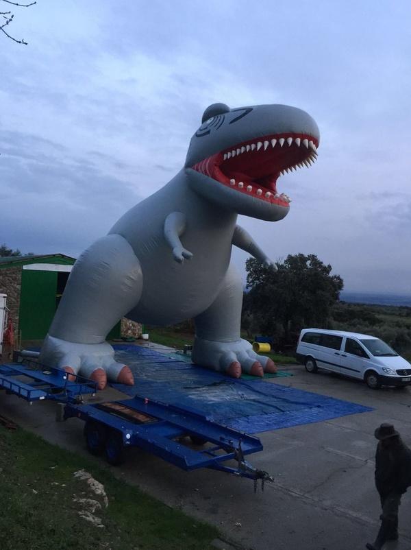 dinosaurio de 10 metros de altura