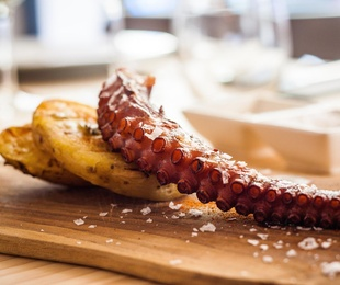 Grilled octopus' leg with parmentier and potatoes