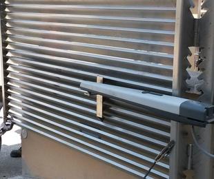 Instalación de puertas batientes