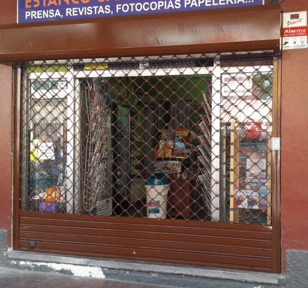 Puerta enrollable galvanizada de varilla con cajón exterior