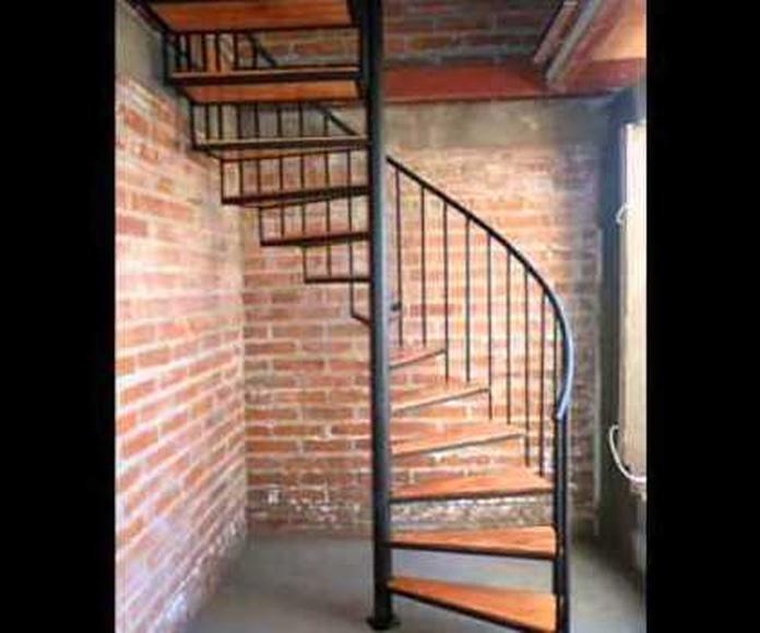 ESCALERAS DE CARACOL: Servicios de Exposición, Carpintería de aluminio- toldos-cerrajeria - reformas del hogar.