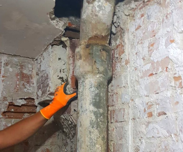Reforma baño completo, pintura y saneo de paredes en habitacion,: Trabajos realizados de REFORMAS, INSTALACIONES Y CONSTRUCCION ARAGON SLU