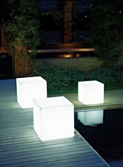 CUBOS DE EXTERIOR LED .