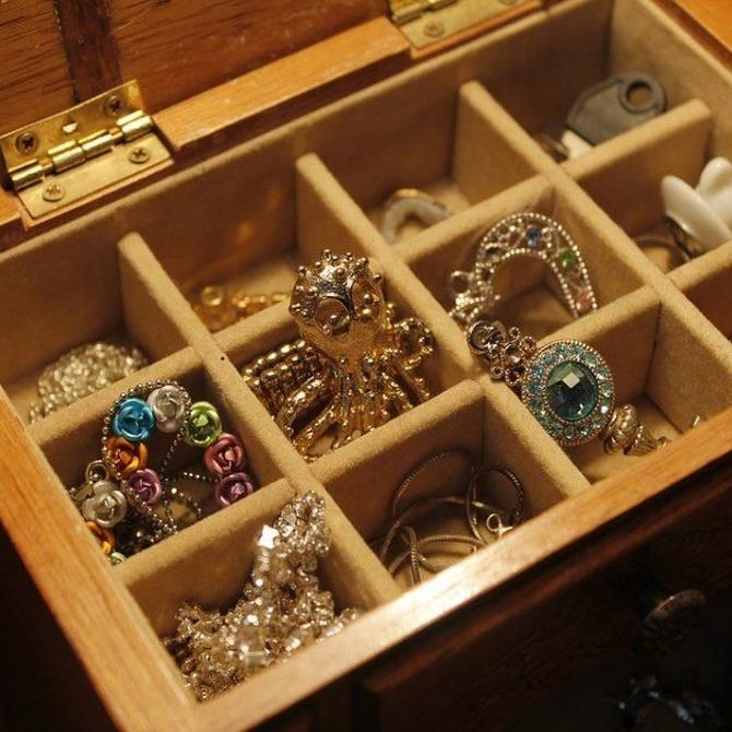 Por qué deshacerte de esas joyas que...