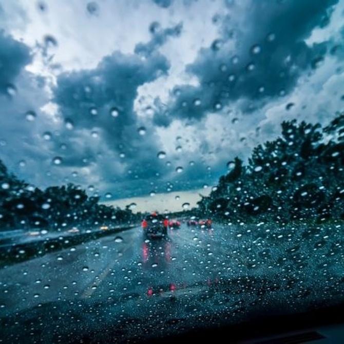 Conducir bajo la lluvia con total seguridad
