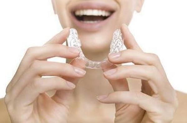 Te damos 5 consejos de higiene para tu ortodoncia removible.