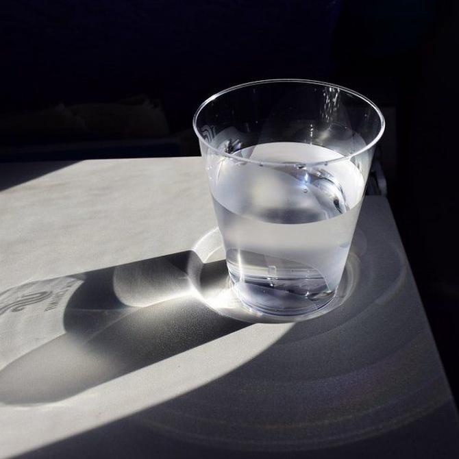 ¿Cuánta agua deben tomar los mayores?