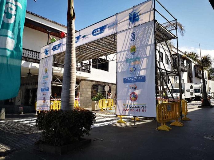 Montaje para la Media Maratón Nocturna Puerto de la Cruz