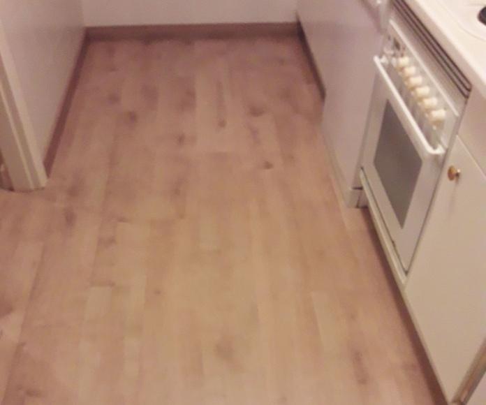Instalación de Suelo Laminado AC5 válido para cocinas en Marbella. Instalador de pavimentos,tarimas y suelos laminados en la Costa del Sol