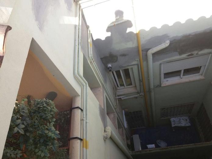 Restauración y pintura en patio de luces con descuelgue: Servicios de Fachadas Monzón