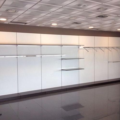 Mobiliario tienda de ropa en Barcelona