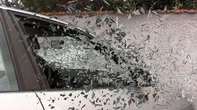 Un coche invade la acera, arrolla a un peatón y se empotra en un escaparate - Accidente de Trafico