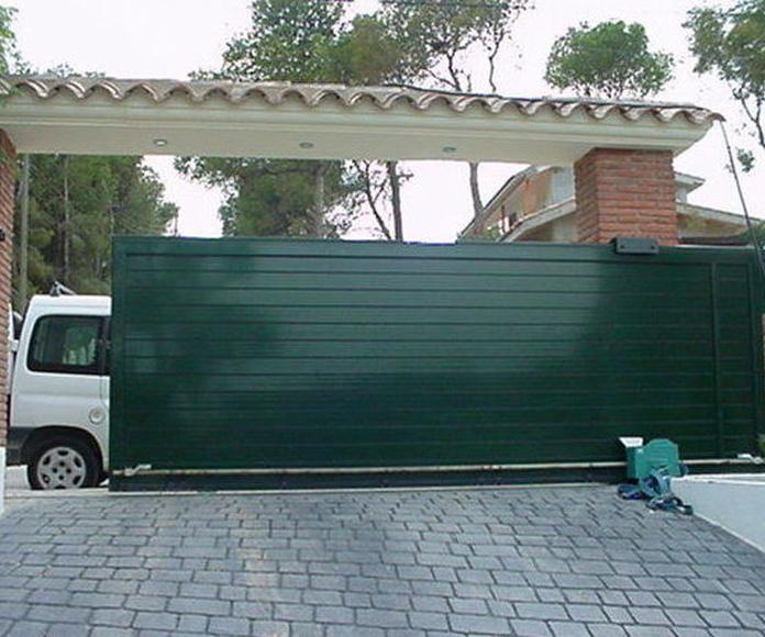 A100 Puerta Corredera de aluminio lama lisa doble