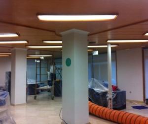 Tratamiento ignífugo de madera decorativa en oficina en Valencia