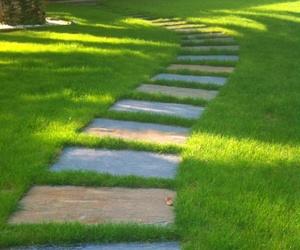 Jardines con paseo de losas