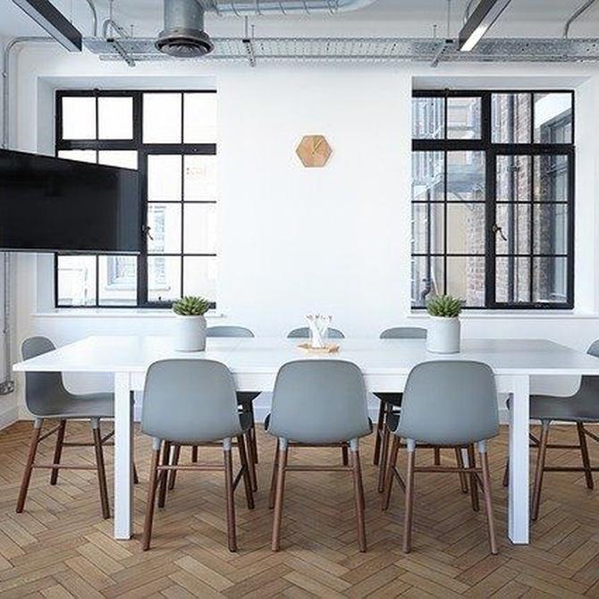 Mobiliario de metacrilato, una opción ideal para oficinas