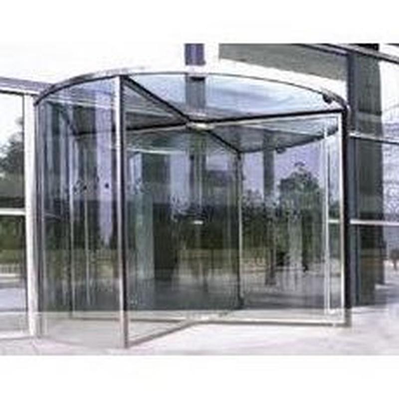 Puertas giratorias: Productos de Cristalerías Formas - León