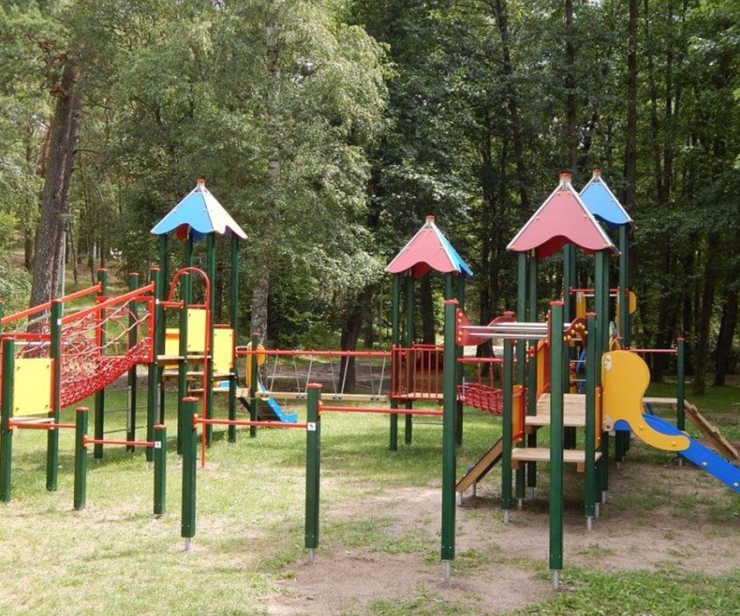Cómo deben ser las vallas de los parques infantiles