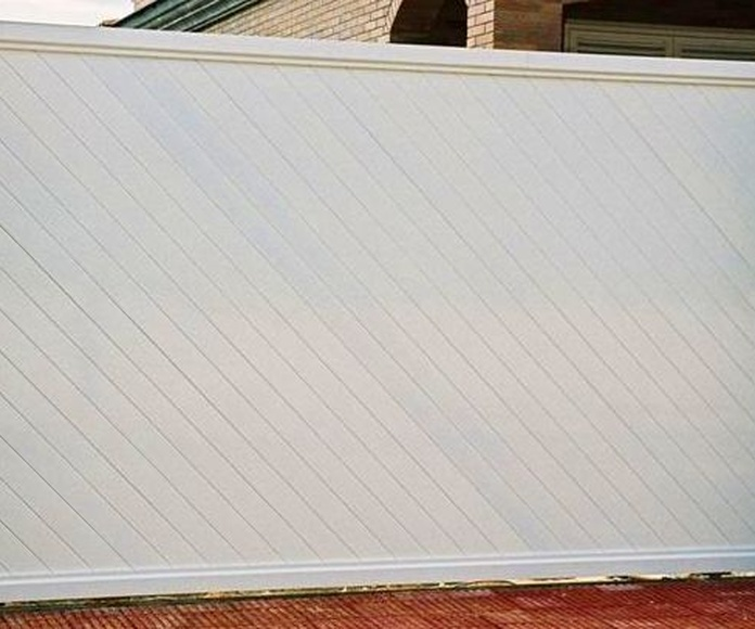 A92 Puerta corredera de aluminio lama diagonal