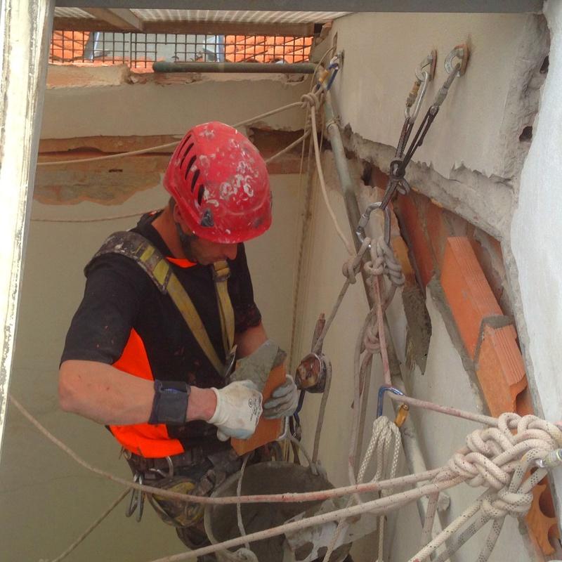 Reparación y trabajos de construcción en altura Santander- Torrelavega.