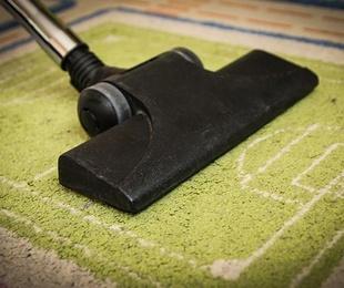 Trucos caseros para quitar el mal olor de moquetas y alfombras
