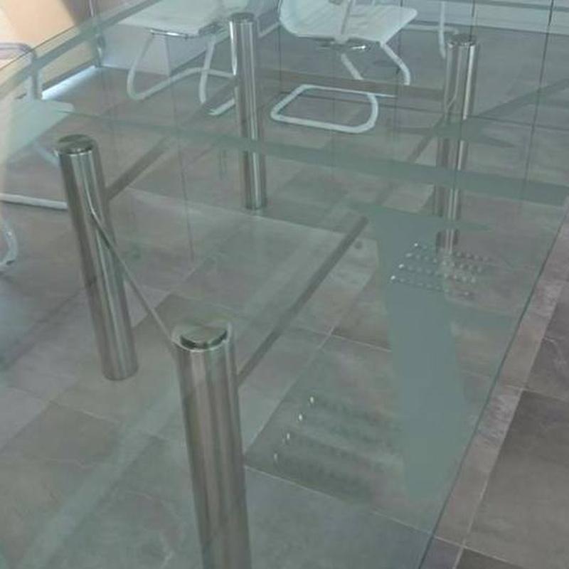 Mesa de vidrio personalizada, diseñada y fabricada a medida.