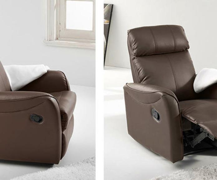 Referencia: 0302000024813. Sillón relax automático modelo Slim. Mecanismo relax sistema pared cero accionadio por maneta. Tapizado símil piel color chocolate. Medida ancho 74 cm.