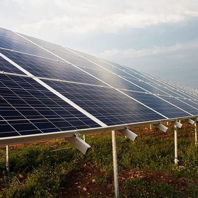 ¿Cómo funciona un sistema de placas solares?