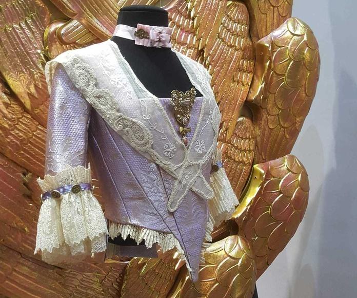 Bustos para la exposición de trajes regionales en temporada de Fallas en Valencia