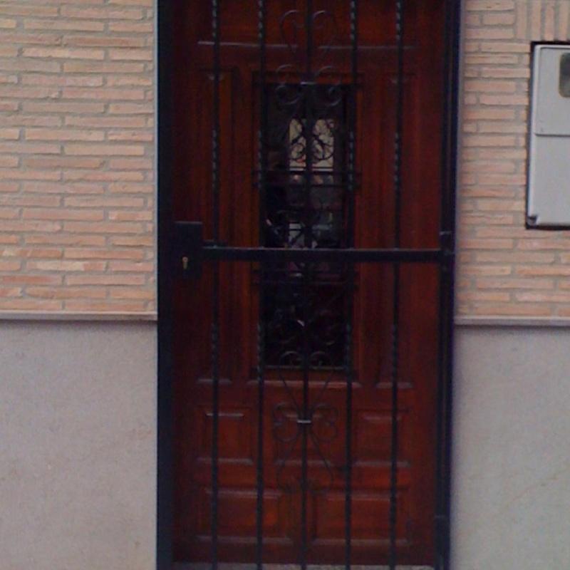 Cancelas de hierro para comunidades o casas particulares: Catálogo de Carpintería Metálica Alugaval, S.L.