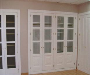 ¿Qué variedad de puertas debo colocar en los armarios empotrados?