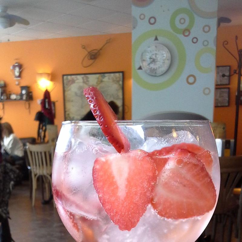 Cervezas, Ginebras y Combinados: Servicios de Cafetería O´Clock