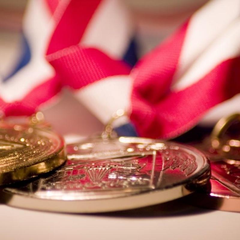 Grabados: Catálogos y servicios de Trofeos Aka