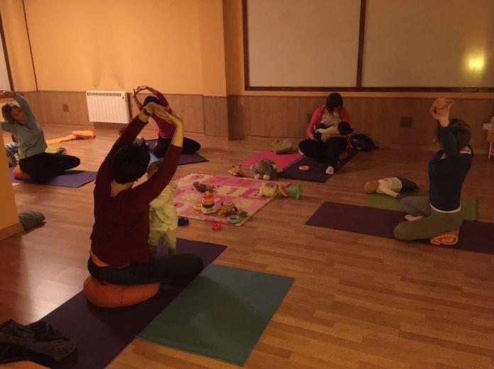 Yoga mamás y bebés: Servicios de Centro Dasya